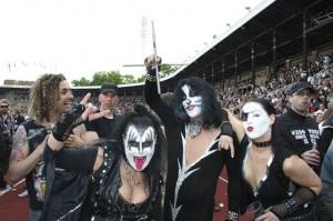 Även detta Kiss saknade sin Ace.