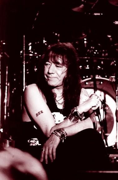Ace uppträdde ruskigt påverkad till fansens stora besvikelse.