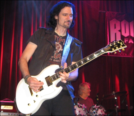 Rock Confidential intervjuvar Bruce Kulick