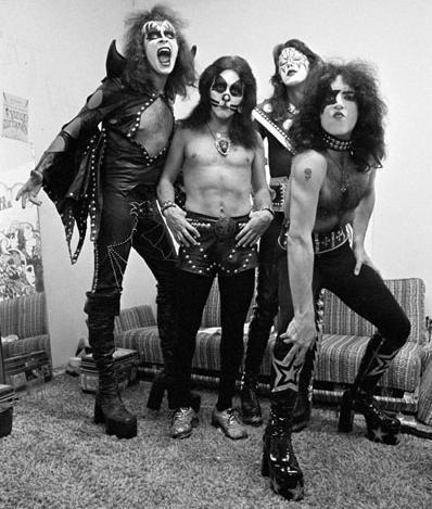 Kiss söker material till en ny bok