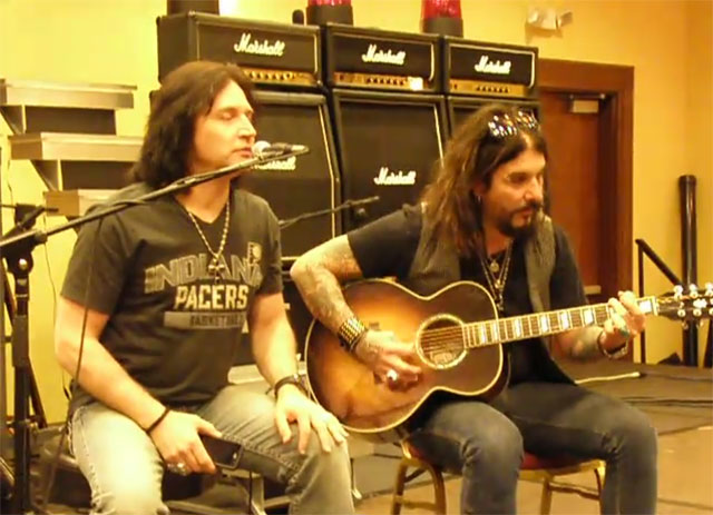Eric Singer och John Corabi sjunger Beth
