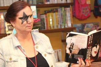 Kiss Army stormar boksignering