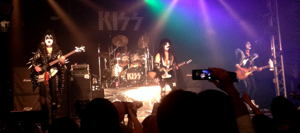 Konsertrecensioner: Dressed to Kiss