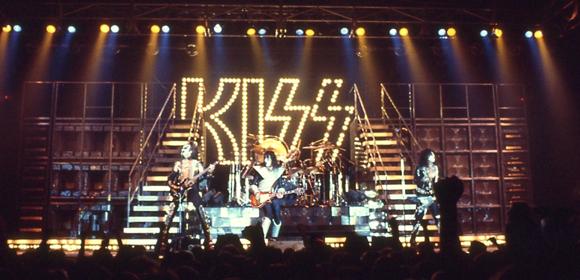 Kiss alive ii tour kiss och ac dc alive ii tour 1977 1978