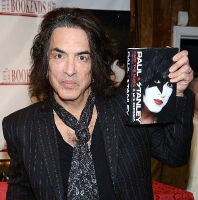 Paul med bok