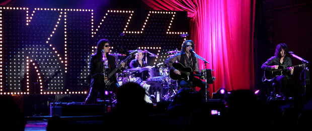 Kiss akustiska spelning i San Manuel Indian Bingo and Casino
